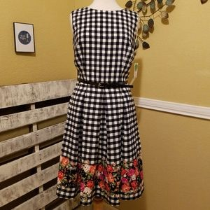 R&K Blk/Wht Checker w/Floral Dress Sz 8 w/Belt